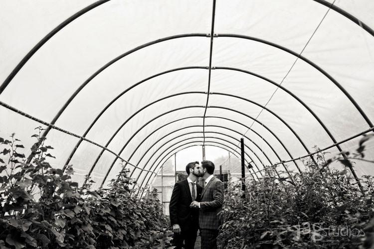 charmingluxury-winvian-samesex-barn-wedding-summer-jewish-jagstudios-photography-010