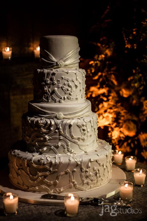 enchanted-luxury-winvian-wedding-fall-barn-jagstudios-johnna-chris-015